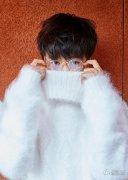 刘亦菲穿白裙踩拖鞋引围观 明星另类装扮比拼