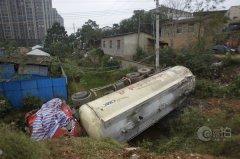 长沙暮云镇西湖村最近出村口被堵 村民出行难(图)