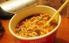 汉语流利非洲女孩学当网红 录老外吃中国泡面