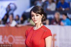 美国女演员指控合影时遭遇咸猪手 前总统老布什道歉